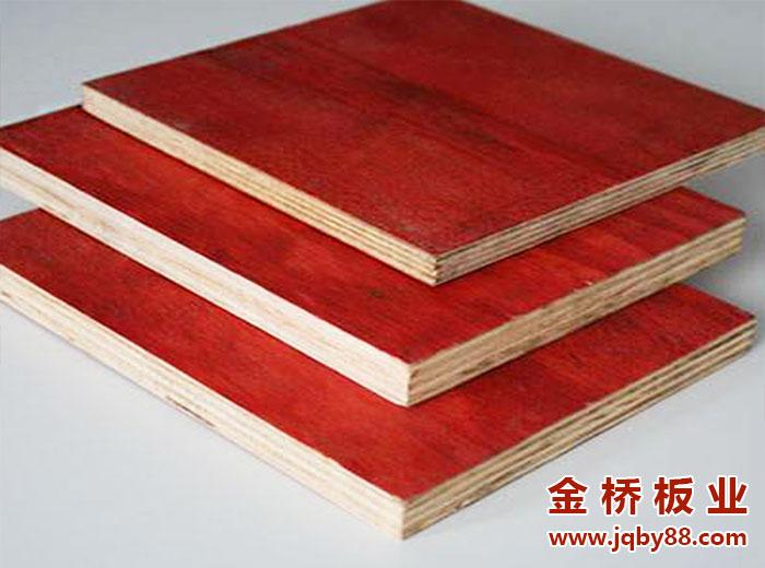红色建筑模板和黑色建筑模板有什么区别?