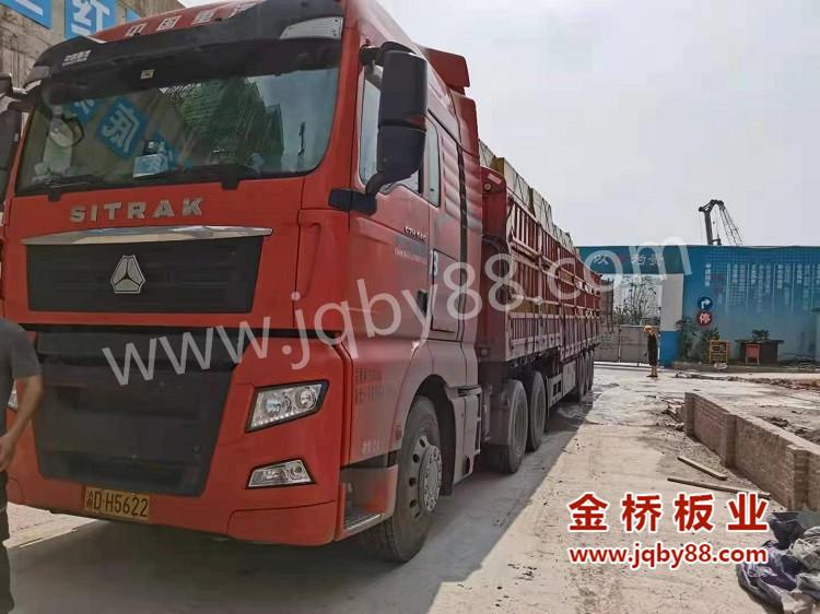 重庆南宸玖樾项目使用金桥板业建筑木模板