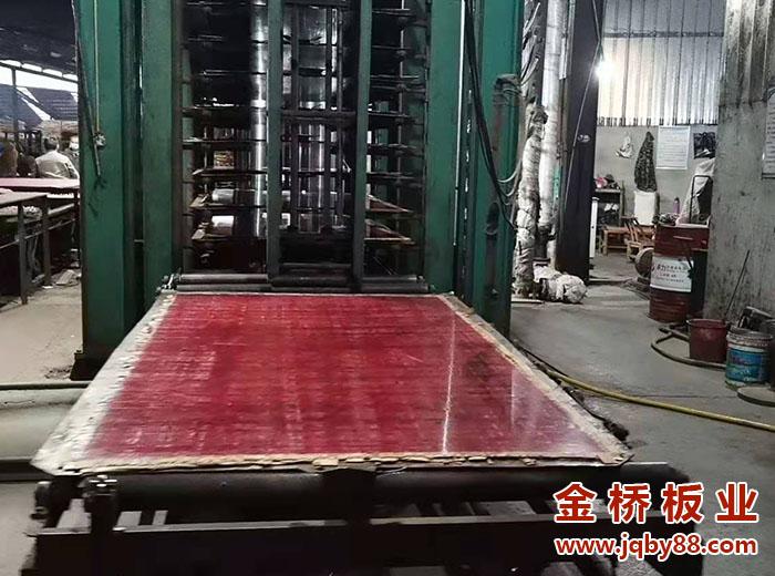 建筑竹胶板1.2 2.4的多少钱一张?