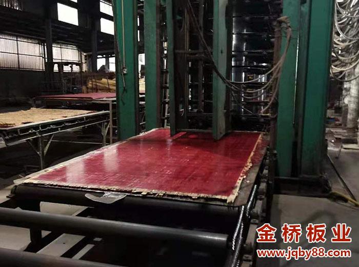 建筑竹胶板分为哪家种?竹胶板工厂如何选择?