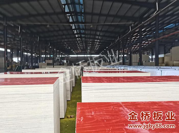 广西贵港建筑木模板生产厂家选择金桥板业!