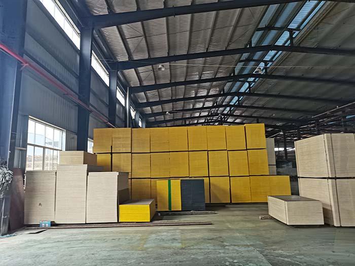 建筑木模板生产厂家对原材料怎样选择?